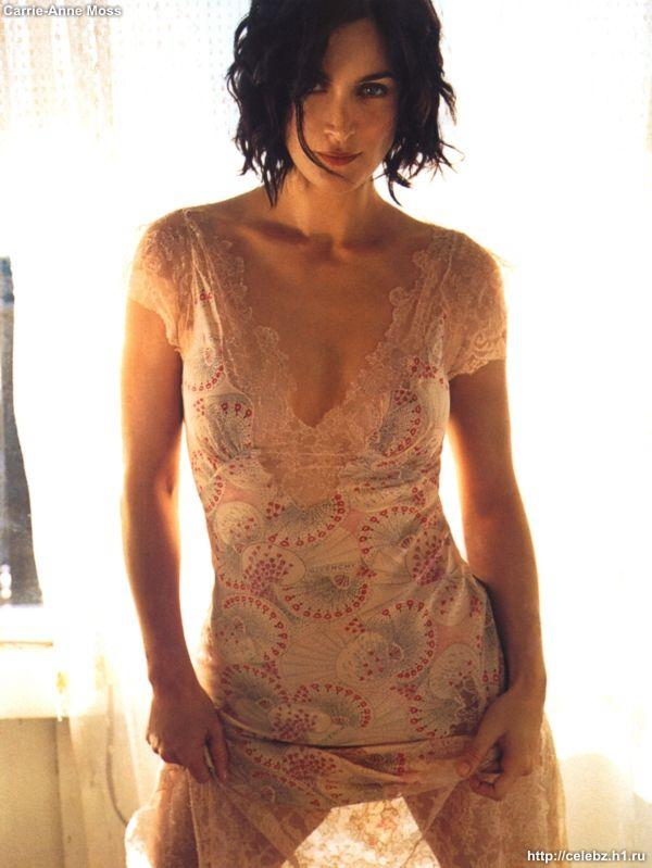 Carrie-Anne Moss - Photo Set